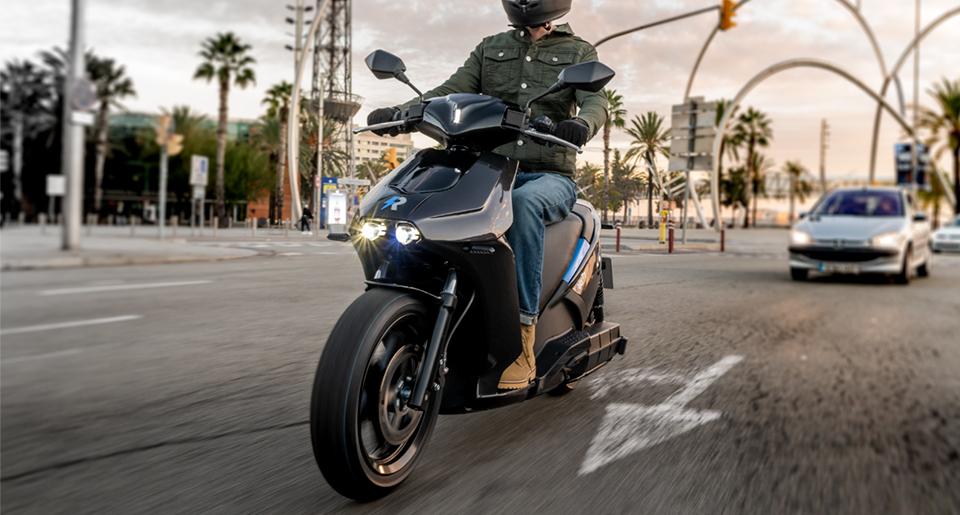 El MOVES III subvenciona hasta el 80% del coste de los nuevos puntos de recarga privados para vehículos eléctricos.